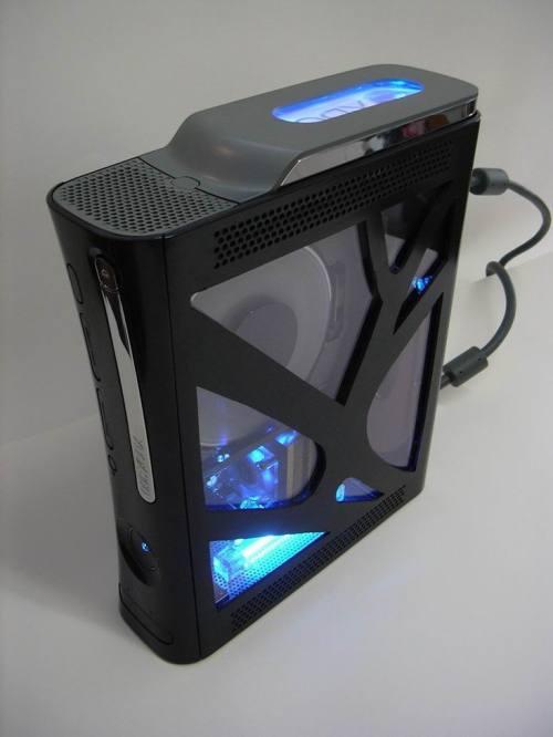 Mais um modelo que se vale das luzes azuis para chamar a atenção.