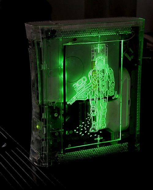 Imagina um Master Chief iluminando seu quarto durante uma partida de Halo 3... pensando bem, luzes ofuscantes atrapalham.
